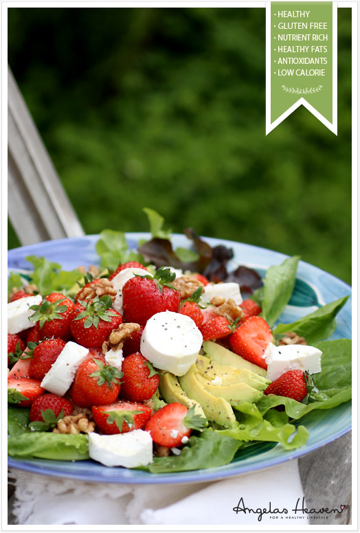 healthy-salad-with-chevre,-strawberries