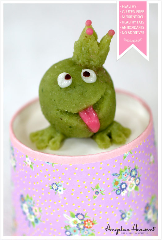 Healthy-gluten-free-raw-food-snack-marzipan-frog2
