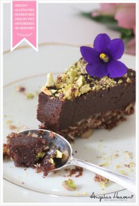 Healthy-gluten-free-raw-food-chocolate-cake2