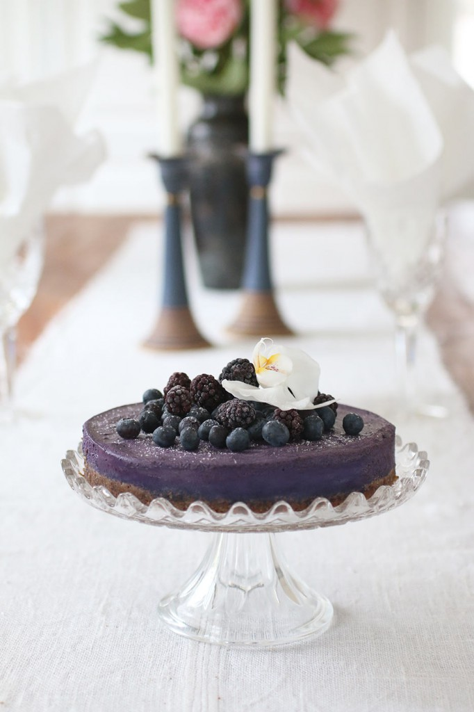 Healthy-Heavenly-Blueberry-Raw-Food-Cake