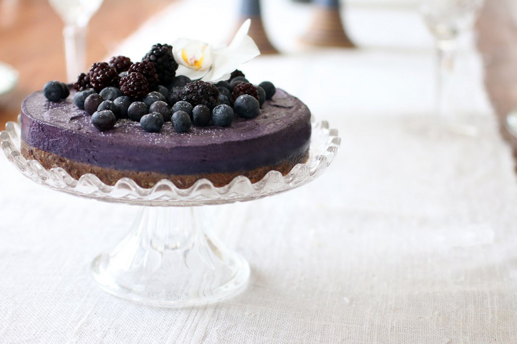 Healthy-Heavenly-Blueberry-Raw-Food-Cake5