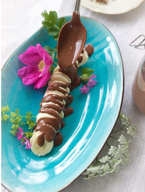 banana-with-healthy-raw-chocolate-fudge-sauce-(gluten-free,-vegan)3