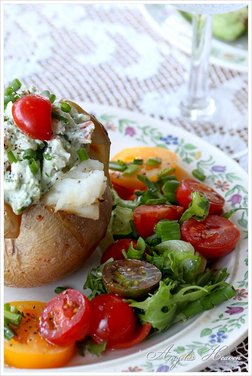 Baked-potatoe-with-fresh-herbs-and-chevre