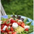 Salad-with-chevre,-strawberries-and-apple-with-cinnamon