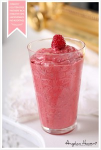healthy-strawberry-smoothie-with-chia
